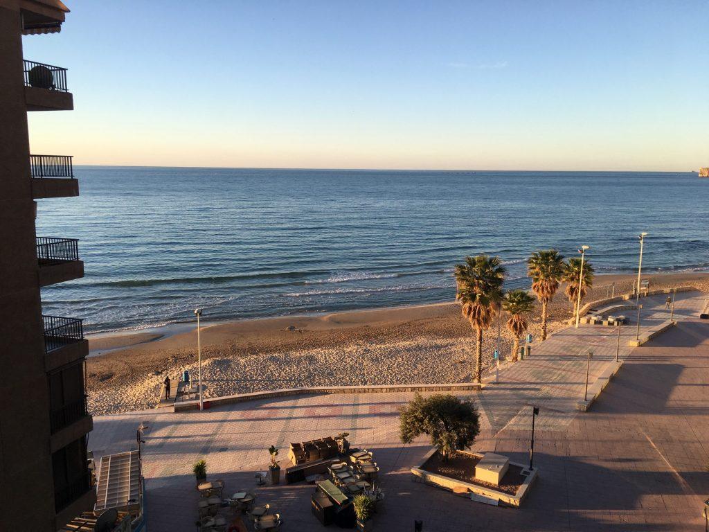 Widok z apartamentu w hotelu Sol y Mar w Calpe